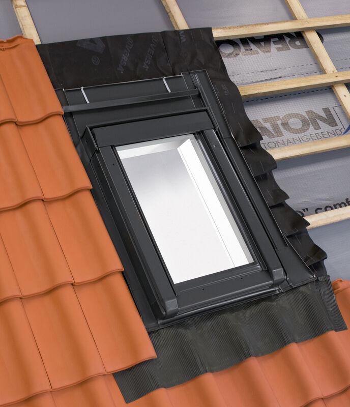 Toplotno izolirano strešno izhodno okno 55 x 78 cm